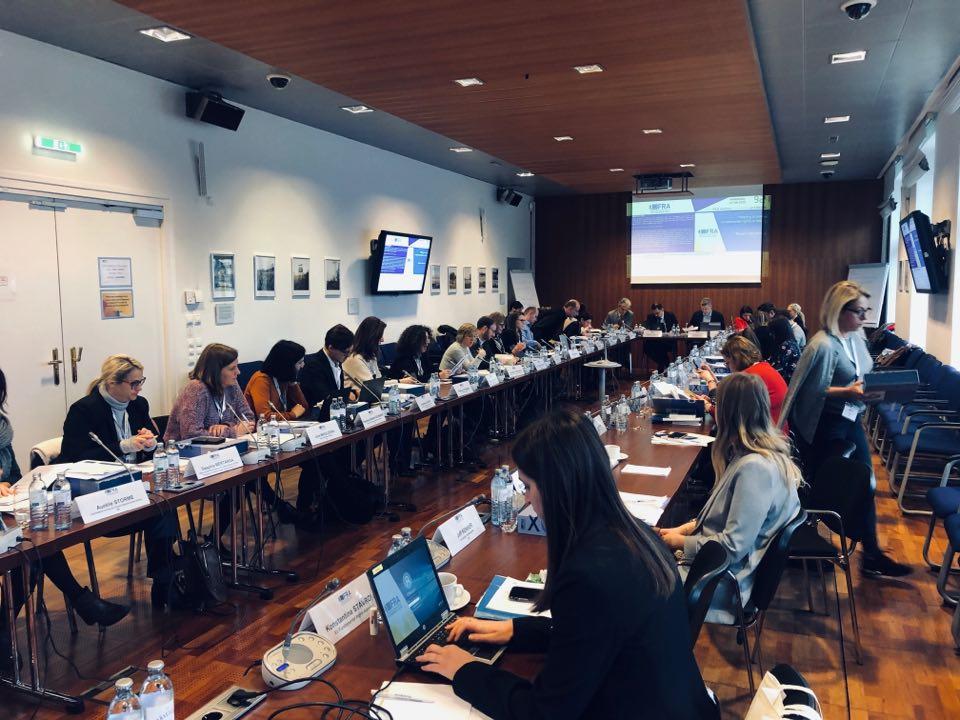 Fotografija z usposabljanja na temo Listine Evropske unije o temeljnih pravicah, ki se ga je udeležil Zagovornik načela enakosti Miha Lobnik.